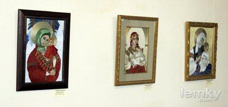 Виставка Марти Кулинич-Новицької «Вишивка. Ікони. Рушники. Сорочки»